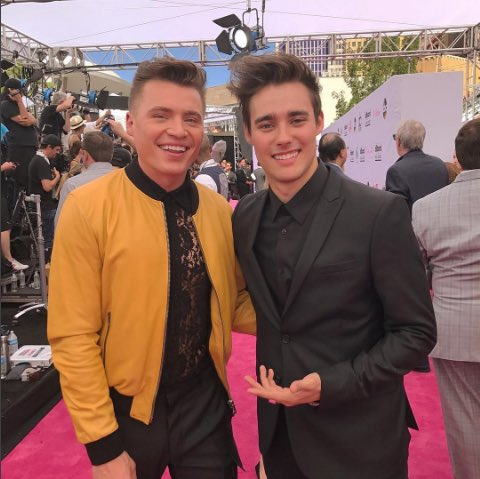 .@ShawnHook and @JorgeBlancoG representing the #HWRFamily on the #BBMAs  magenta carpet tonight! #RemindingMe #SummerSoul<br>http://pic.twitter.com/jUF2n1aWNY