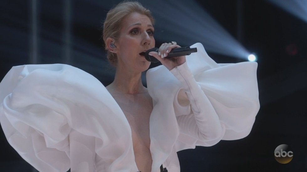 . @celinedion sounds flawless...now if only Jack could have borrowed those poofy sleves as floaties in #Titanic... #BBMAs<br>http://pic.twitter.com/OkLldKLczq