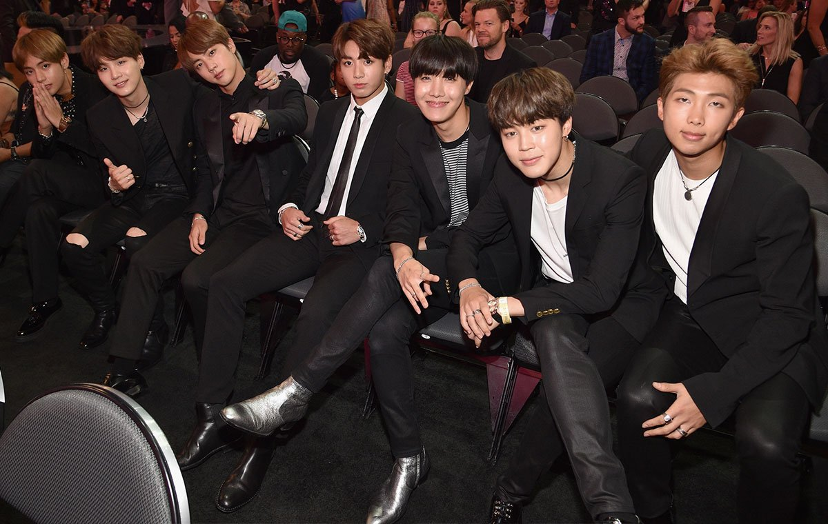 ARMY, you did it! YOU made this happen! @BTS_twt won Top Social Artist! 🏆 https://t.co/Xr9mjHt9OB #BBMAs