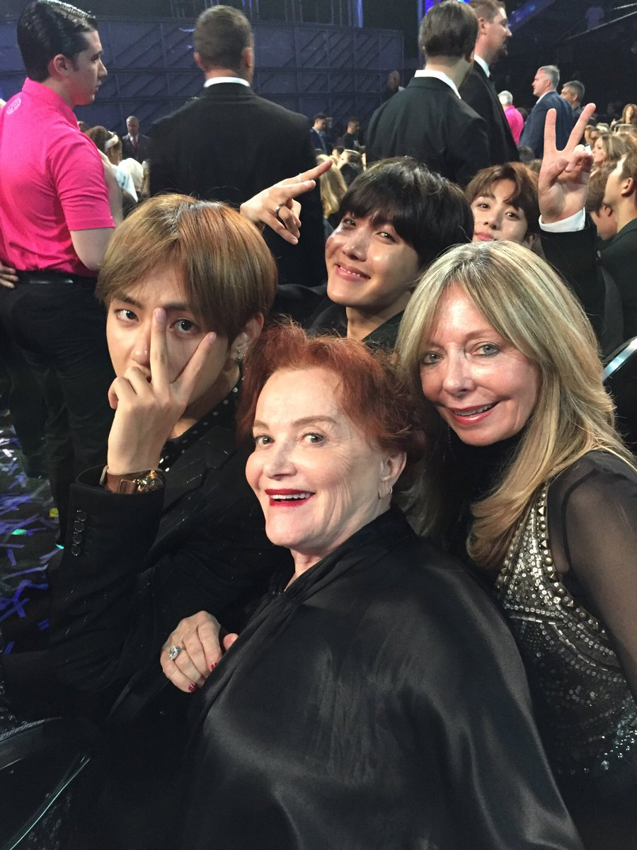 "Tara Guber and Griff w ""The Boys"" @bts_twt #BillboardMusicAwards2017 https://t.co/6PqTTL3FIY"