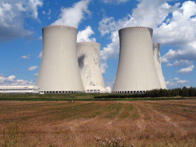La Commission autorise le rachat de l'activité réacteurs nucléaires du groupe Areva par EDF. Plus d'informations : https://t.co/oKakxJuMcB