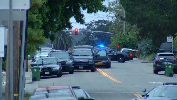 #BREAKING: Barricaded subject prompts police response in Castro Valley. https://t.co/NBaYSdoBRR