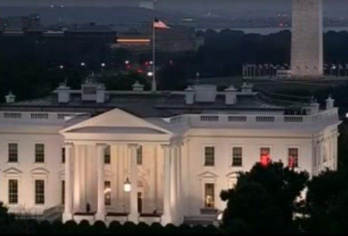 VIDÉO – Mais que sont les mystérieux flashs rouges filmés dans la Maison-Blanche ? >> https://t.co/xdCnJUKEnp