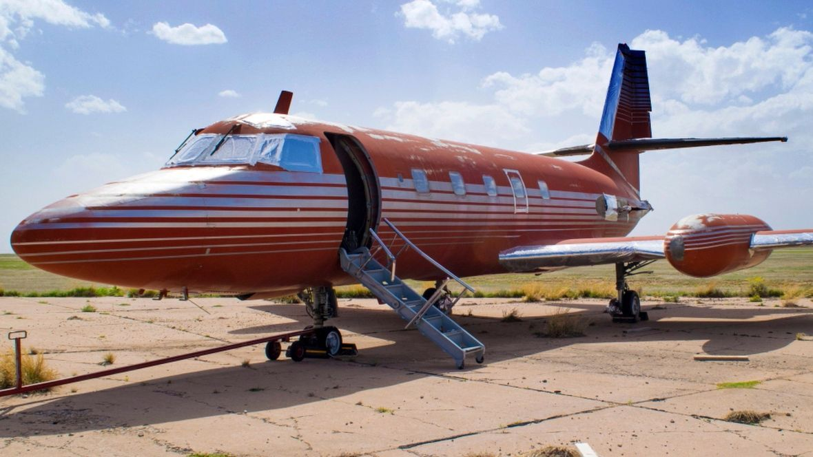 After sitting on tarmac for 30 years, Elvis's jet auctioned off https:...