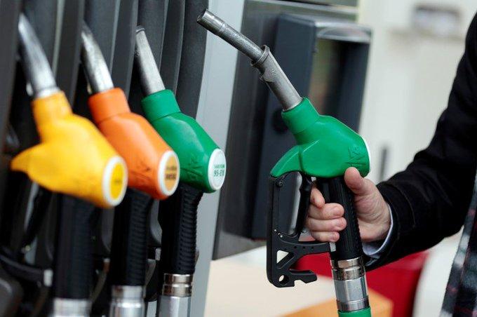 🇫🇷 Menace de pénurie de carburants : la grève des routiers se poursuit. https://t.co/PHWBtan0pB
