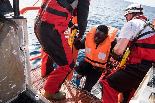 'In corso triplice tentativo: delegittimare, disumanizzare ed esternalizzare.Siamo ultima barriera di umanità nel #Mediterraneo' @Franco1979