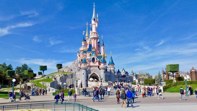 🇫🇷 #Terrorisme Des agents de sécurité à Disneyland sont désormais munis d'armes de poing. https://t.co/RvJTcU0fpq