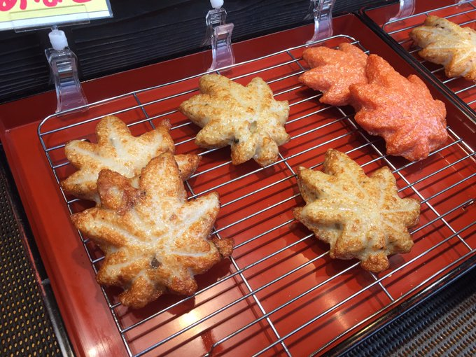 different flavours of fish cakes in maple leaf shape at #Itsukushima, #Hiroshima. #japan #foodie #travel #mondau