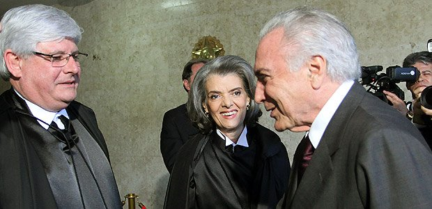 Planalto diz que Rodrigo Janot teve encontro com Temer, em 2015, no Jaburu, fora da agenda oficial https://t.co/ZaqTtw8xBF