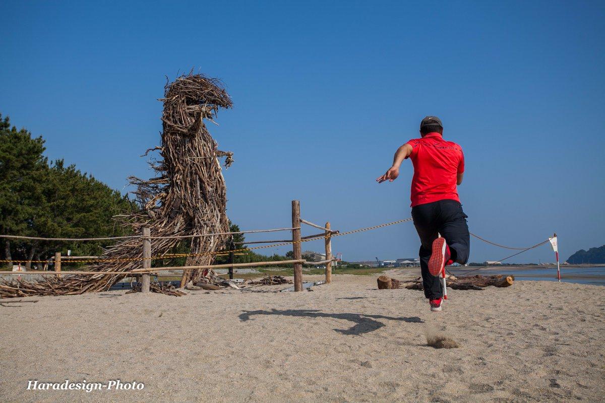 ゴジラを倒すのは・・・  717.光市 虹ケ浜海水浴場 https://t.co/kiPwadnqVx 【RUN撮り~Running From Camera】カメラのセルフタイマーを2秒にセットして(安全に気を付けて)撮影する遊び。 https://t.co/1YilByvz5c