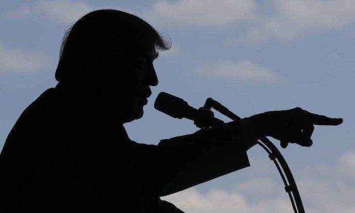 Trump sai ao contra-ataque diante de crise e rumores de mudanças https://t.co/cxPKyqs4jk