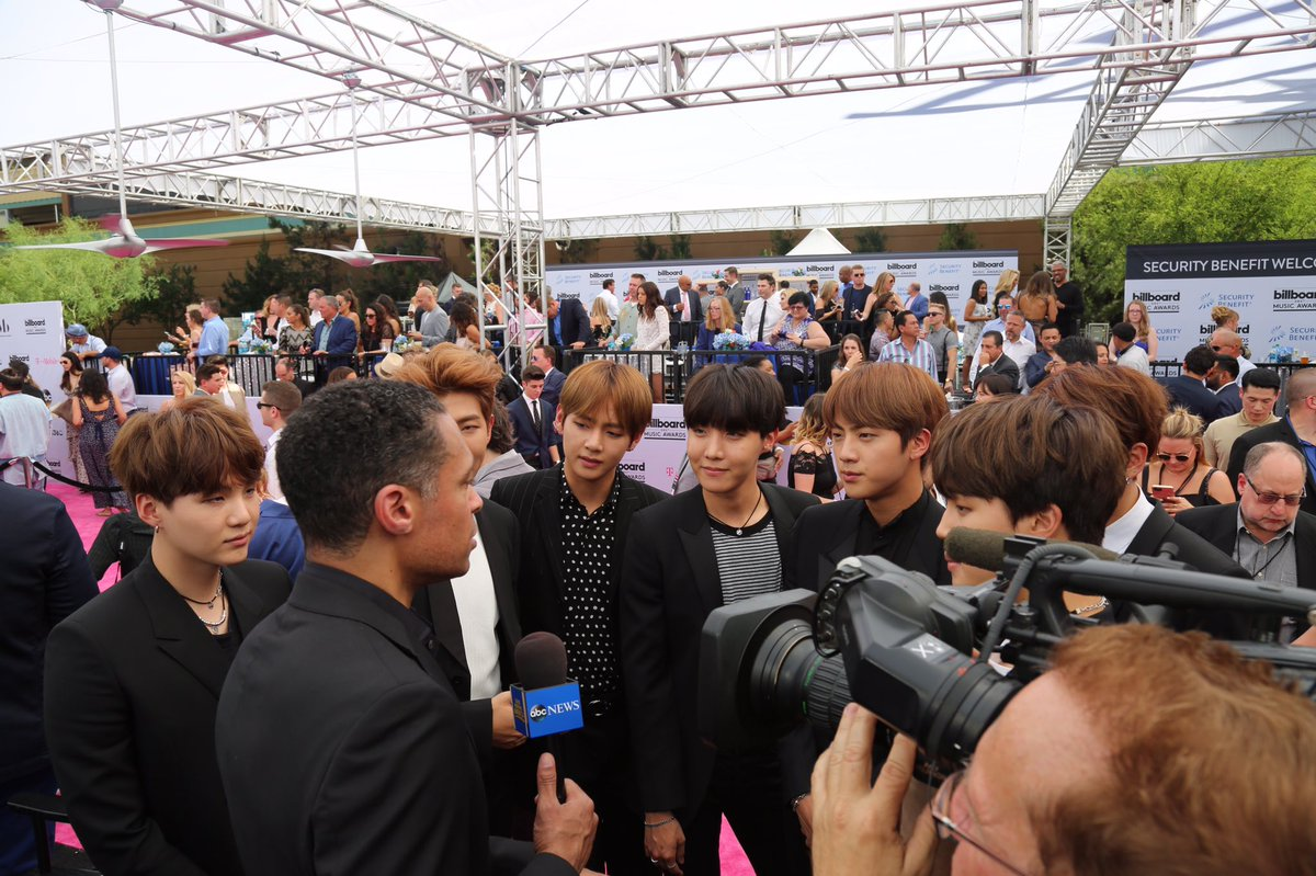 Such a cool group of guys! No wonder they have so many adoring fans! #BTSBBMAs️ #BBMAs #BBMAsBTS @BTS_twt https://t.co/w5NPCzPjUS