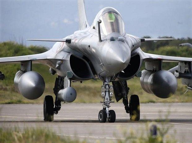 More #Rafale fighters for India? #Dassault hopes to start talks by year end  http:// mybs.in/2UVlqOR  &nbsp;  <br>http://pic.twitter.com/JeqAyANq5m