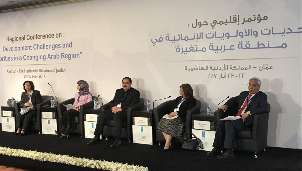 Minister of #Administrative #Reform and #Development in #Lebanon #Ezzeddine focused on #health and #education. #ArabDev @UNDPArabStates<br>http://pic.twitter.com/UZb3GNFvcm