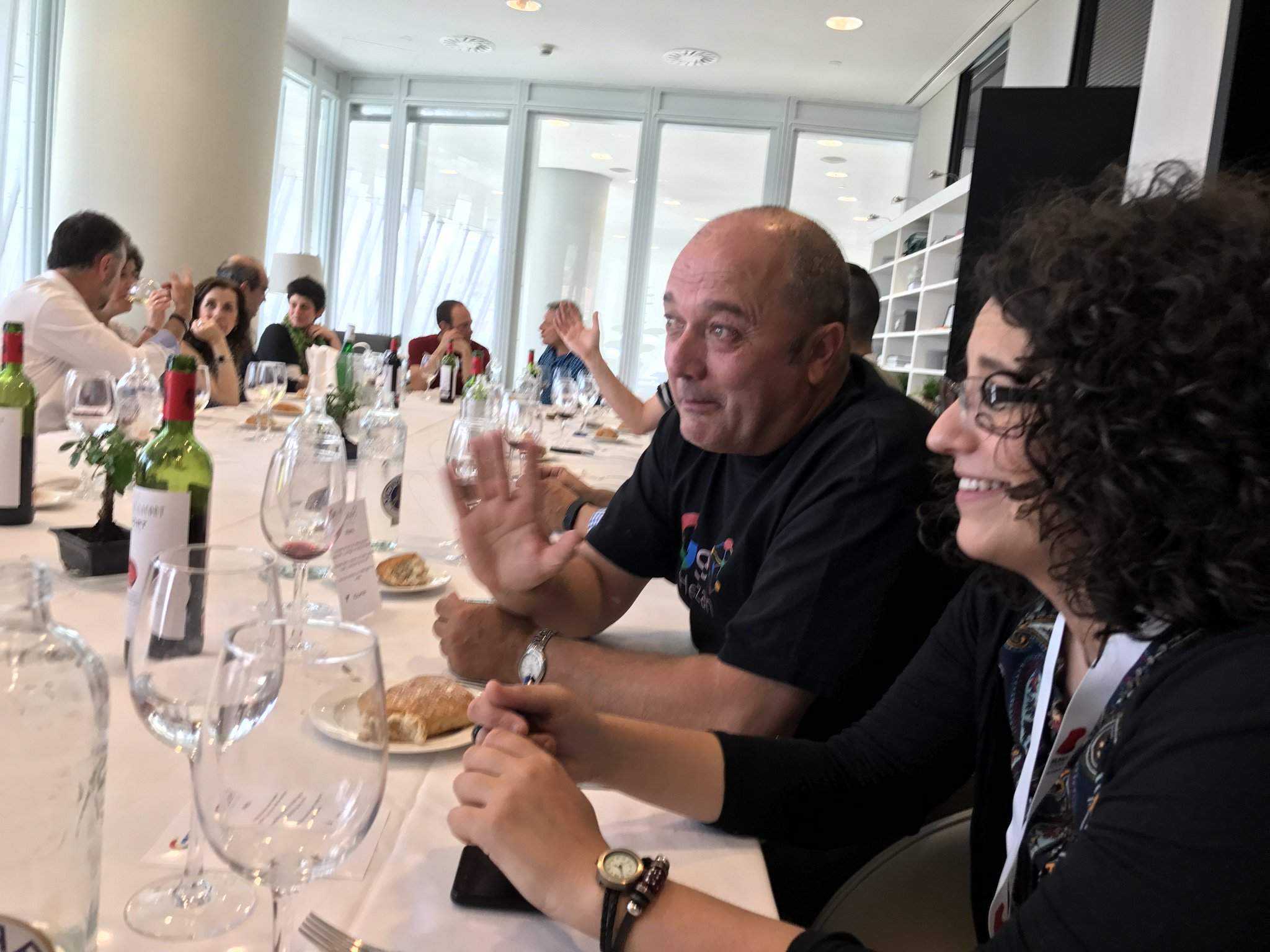 Dos testigos de mi intuición política, @anavinalsblanco y @Erikenea , a quienes en la comida de #GSH2017 pronostiqué #PrimariasPSOE https://t.co/QSdXHV24Fa