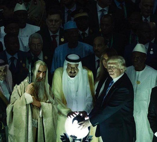 I PHOTOSHOPPED SARUMAN INTO TRUMP'S ORB PICTURE AND IT'S NOT EVEN WEIRD