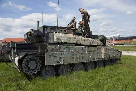 9596b85e9517  French touch  and low cost camo for Leclerc main battle tank ( armeedeterre)  with urban warfare kit  -)  MBTpic.twitter.com gdWABBhn5H
