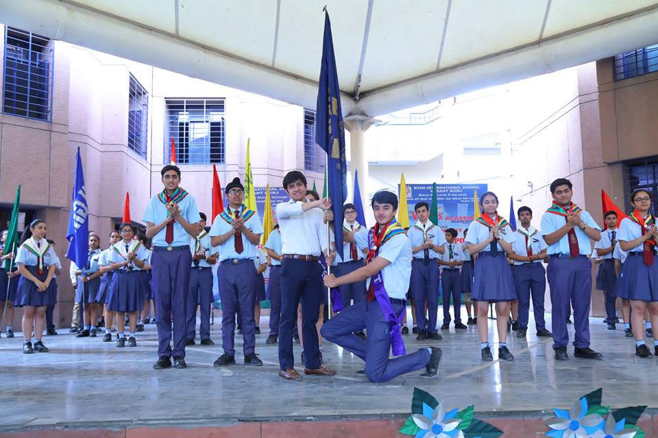 Harshit Yadav &amp; his council presented with badges &amp; ceremonial scarves at #Investiture #Ceremony of #RyanInternationalSchool #VasantKunj <br>http://pic.twitter.com/1fdnowuEVt