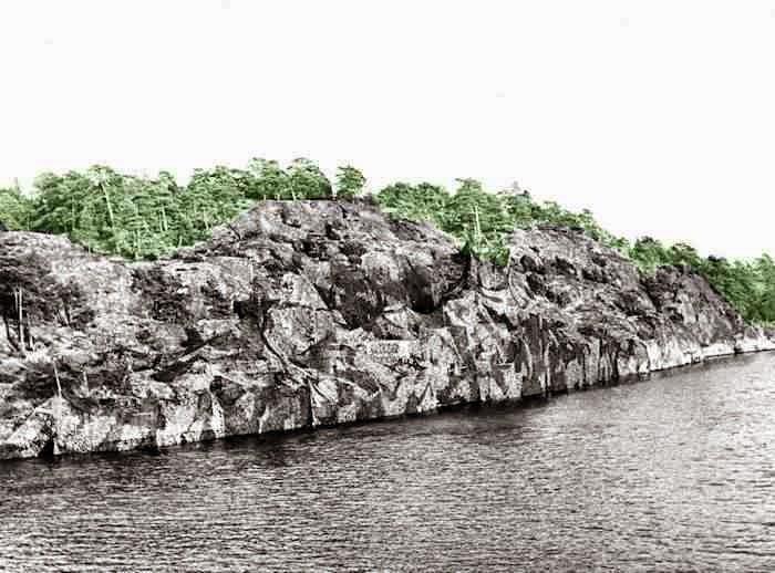 「なんっすか? この写真」 「スウェーデン海軍の軽巡イェータ・レヨンの写真」 「はぁ?」 「このへんに、こう……」 「うわ! 上手く擬装してますね!」