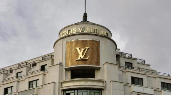 🔴 La boutique #LouisVuitton des #ChampsElysées braquée https://t.co/tzjoyp22vX