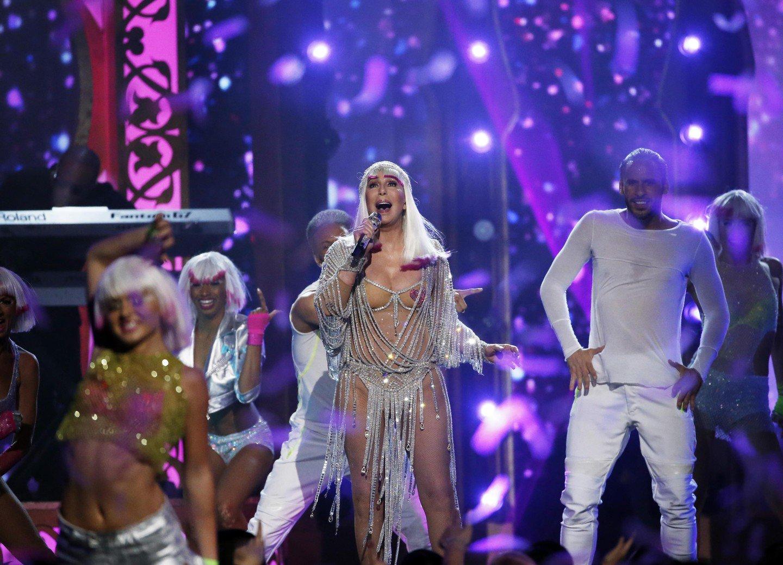 есть фото певиц россии в сценических костюмах да, можно подумать