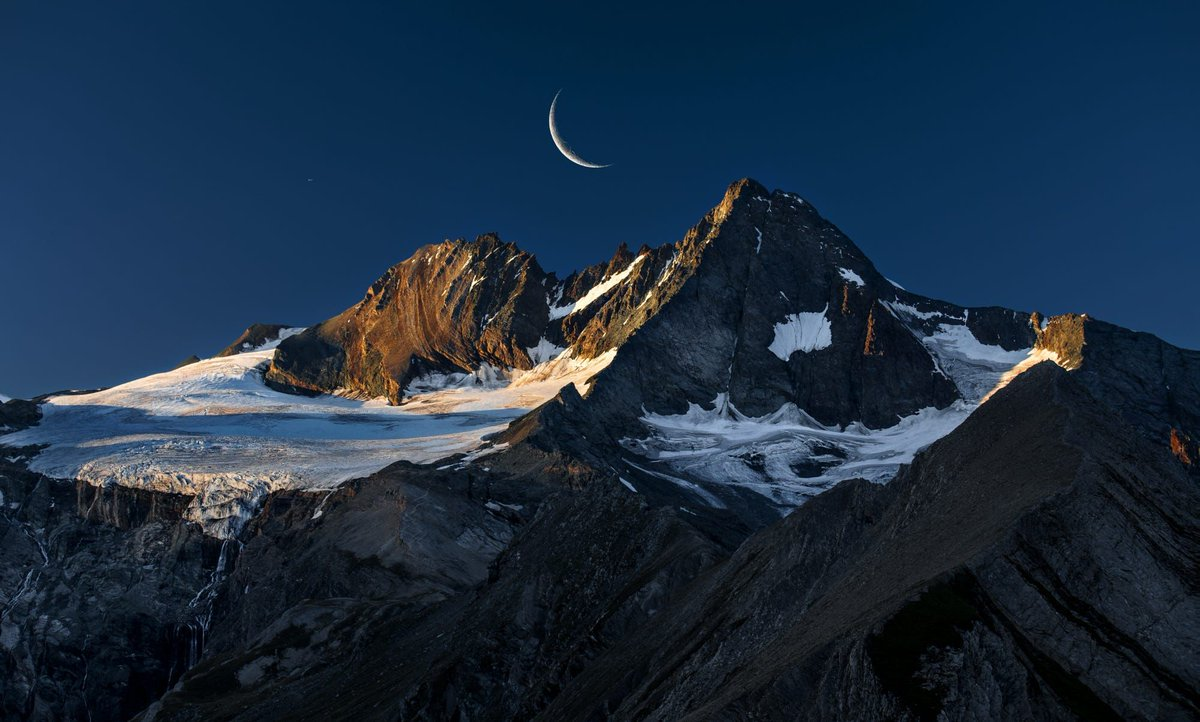 Moon over mountains in Austria. buff.ly/2r618YW
