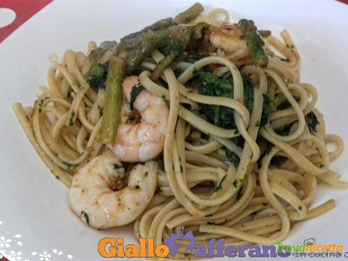 Linguine alla borragine con gamberetti e asparagi