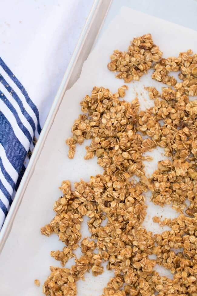 Delicious &amp; #easy, this #homemade apple cinnamon #granola will be a #family #favorite #recipe!  http:// spaceshipsandlaserbeams.com/blog/party-foo d/apple-cinnamon-homemade-granola &nbsp; …  @santacruzjuice #ad<br>http://pic.twitter.com/ng08h50OHa