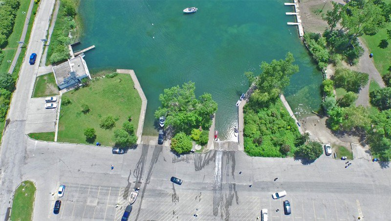 Weather looking up - means #beach #boat #Toronto #TOPoli - #parking single car in a boat launch/making your own spot = #towed &amp; 100$ tick<br>http://pic.twitter.com/60WBMo1XCl