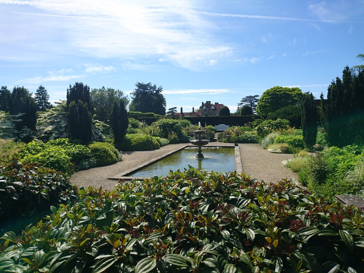 RT @SLeguil Not at #RHSChelsea and bored in the office, but thankfully @LoseleyPark is looking stunning in the Surrey sun