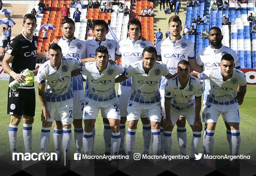 El Tomba venció a Vélez por 3 a 0 y #Macron sigue sumando #AguanteElTomba #MundoMacron