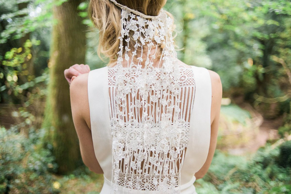 Amazing to hear that @Minnakh&#39;s #wedding accessory collection is made from 100% recycled textiles  http://www. minna.co.uk/shop/bridal-dr esses &nbsp; …  #LMDMinna<br>http://pic.twitter.com/zpIPbAD2lz