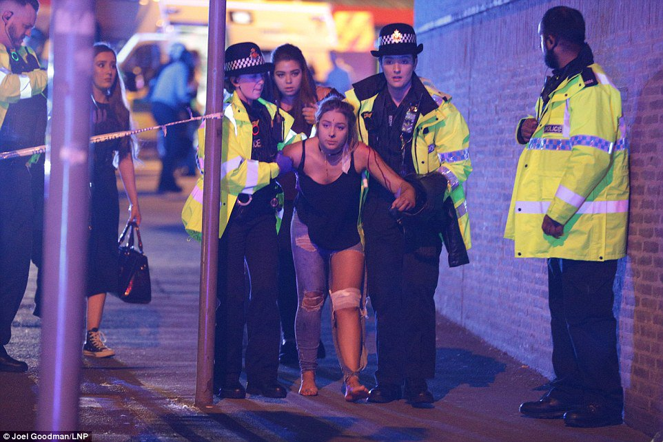 Several people killed and many injured after two explosions in Manchester Arena at the end of Ariana Grande gig  https://t.co/jcG5iNyCRg