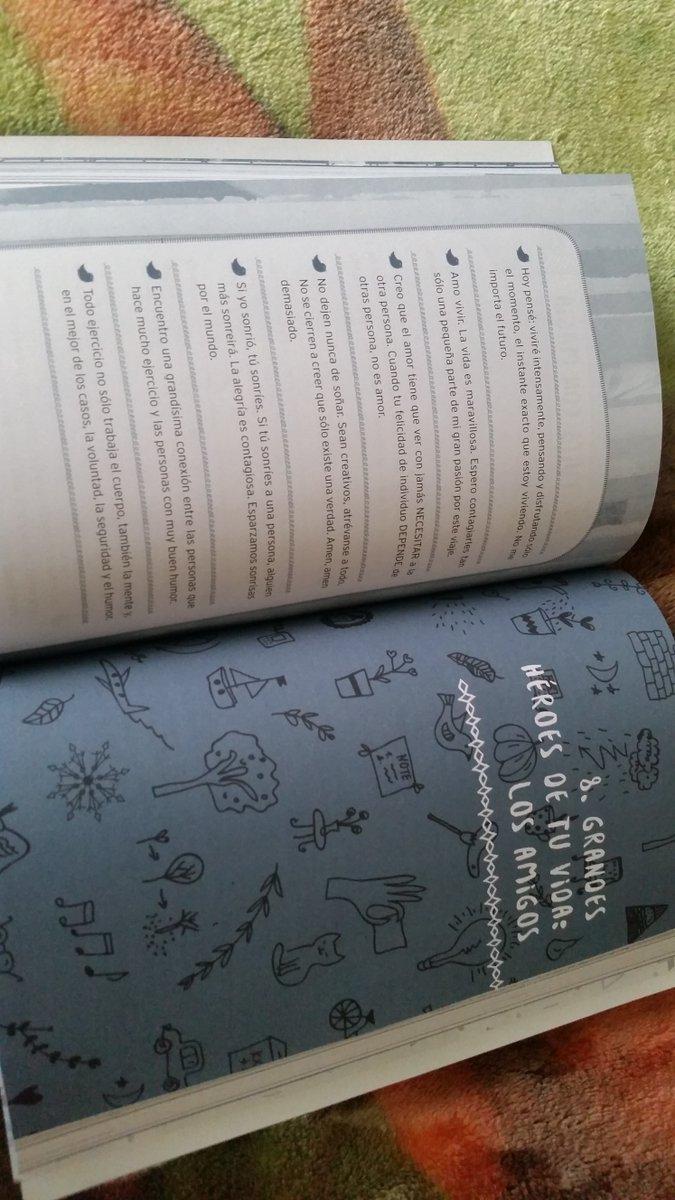 @rogergzz No puedo dejar de leerlo!! Enserio me encantó bastante, es  increíble ♡♡ #QueLaMagiaContinue pic.twitter.com/3yn3CfDEk2