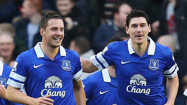 Villa have been linked with both Gareth Barry and Phil Jagielka who are both set to leave Everton this summer #avfc #efc <br>http://pic.twitter.com/u8kR2NwkHi