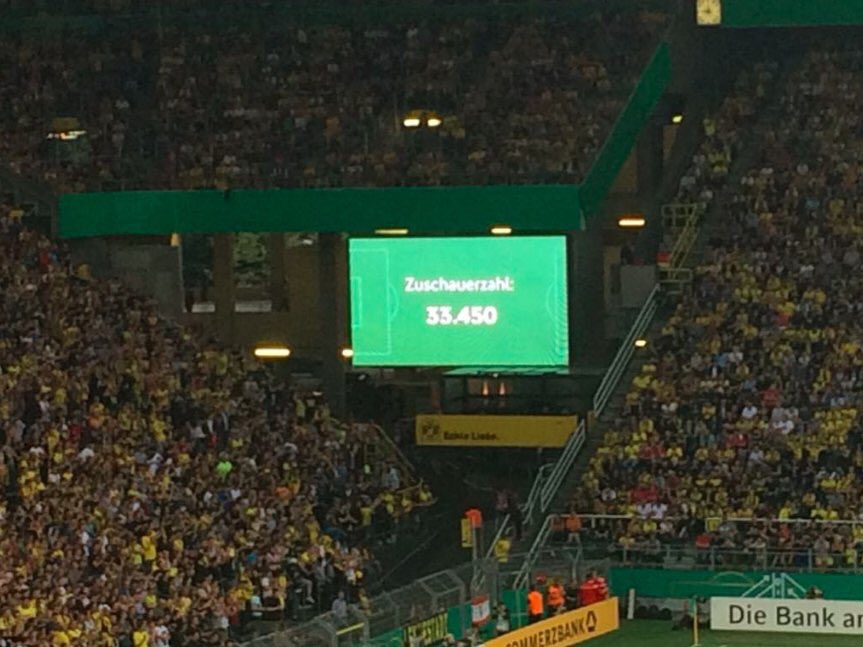 33.450 spectateurs assistent à la finale du championnat d'Allemagne des U19 : Dortmund - Bayern... 😳