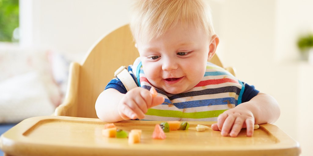 Skip #juice for babies under 1 &amp; encourage kids to eat whole fruits, newly expanded @AmerAcadPeds guidelines say  http:// ucsfh.org/2q4VA0H  &nbsp;  <br>http://pic.twitter.com/Uiv4Bjm6oe