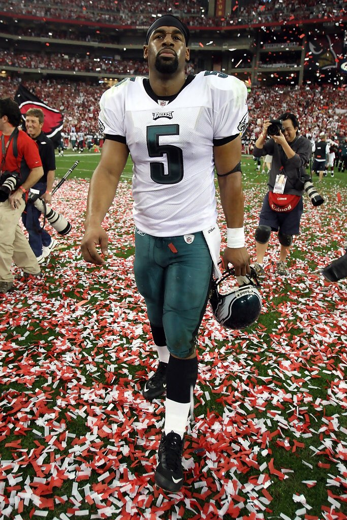 In a heartbreaking loss in the 2008 NFC Championship Game.  Donovan McNabb threw for 375 Yards &amp; 3 TDs.  He gave it his all. #Eagles <br>http://pic.twitter.com/t2x8pHVLLj