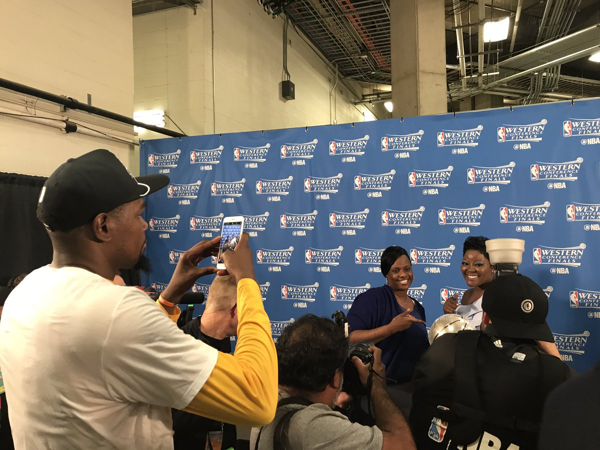 When you're #NBAFinals bound but gotta snap a pic for Mom first 🏆📱📸 #D...