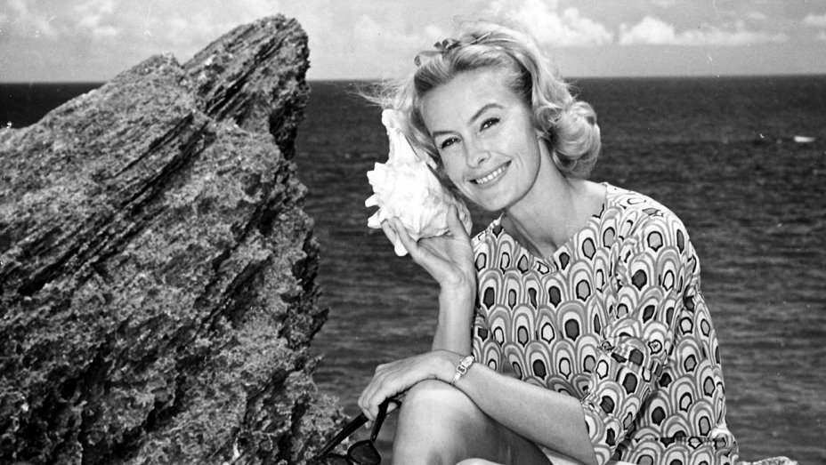 Dina Merrill, actress who exuded elegance, dies at 93 https://t.co/rs1...
