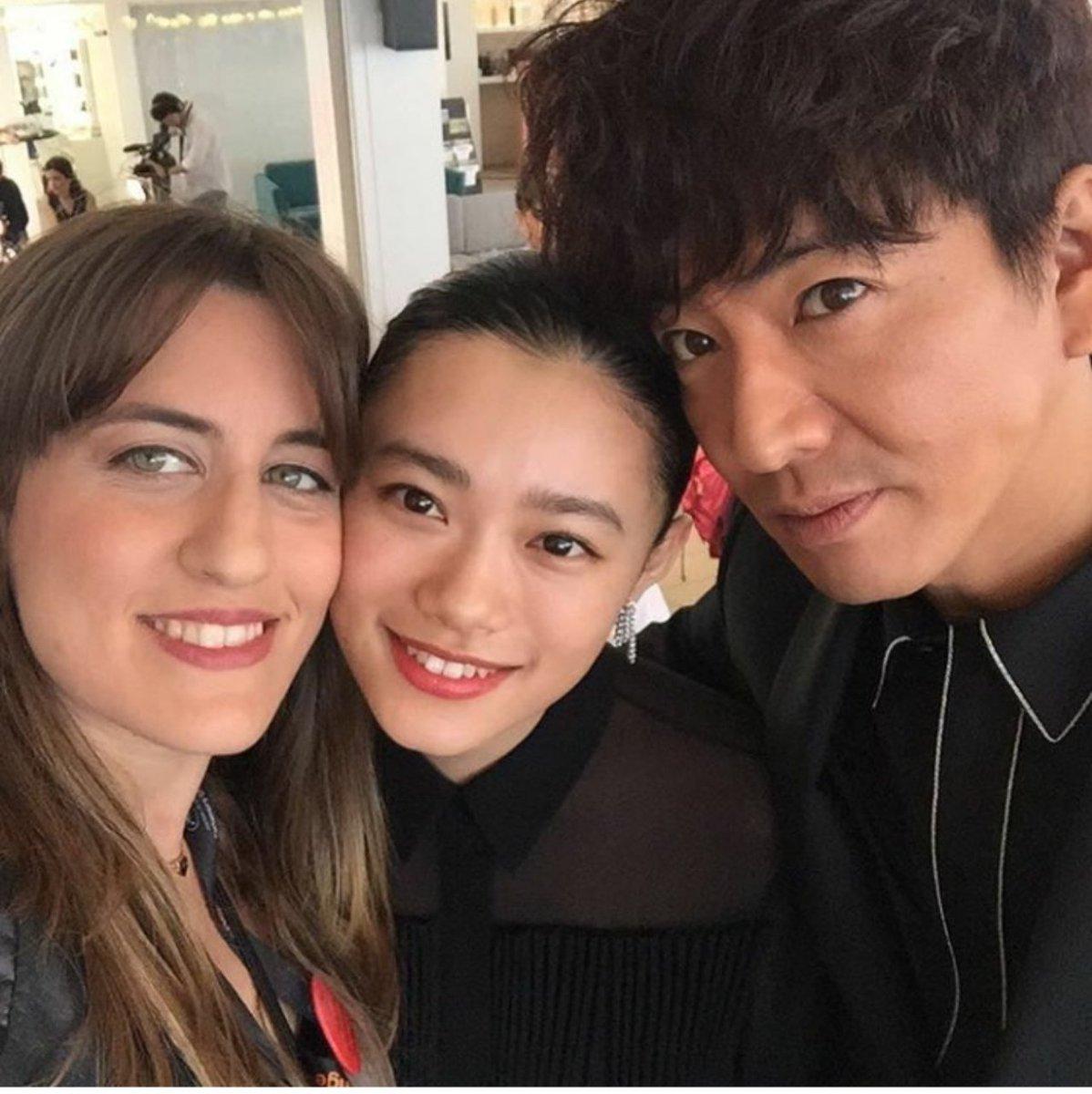 自撮りな3人ギュッと 固まってカワイイ🌼 instagram.com/p/BUZXecqBz4o/ #Cannes2017 #木村拓哉 #杉咲花