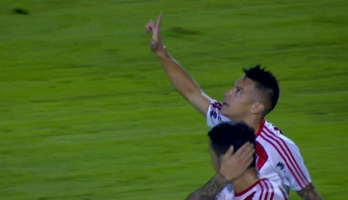 ¡Gol de River! A los 22' ST, Carlos Auzqui (ex Estudiantes) puso el 3-...