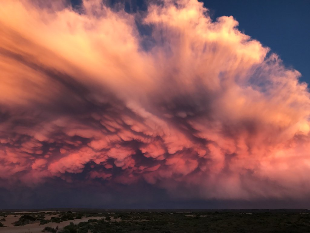 Is this real life? Wow! #nmwx https://t.co/D51akRKaCP