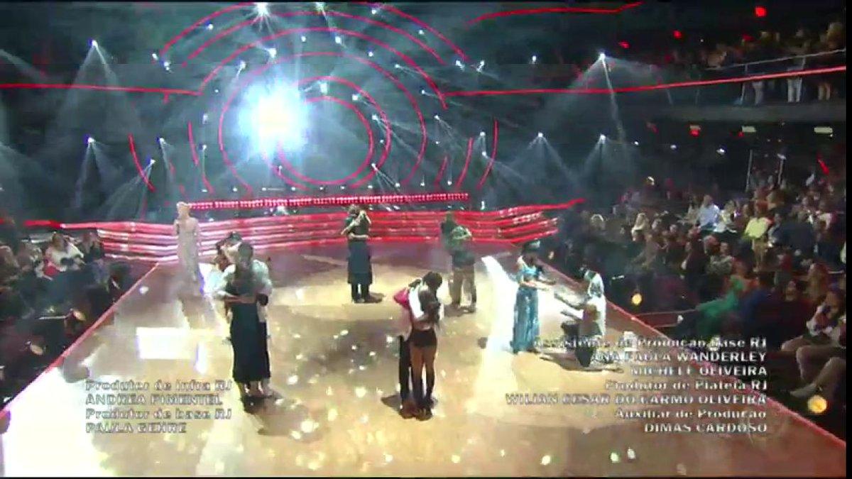 Foi lindo mesmo, né, pessoal? Até semana que vem! 😍 #DancingBrasil htt...