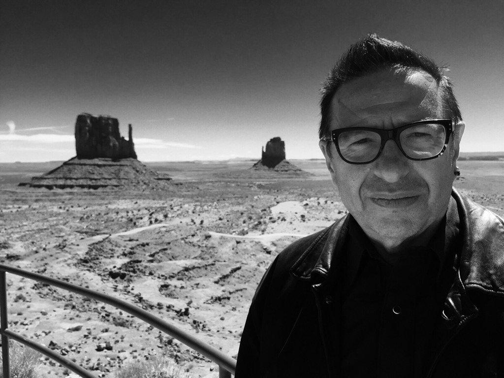 Monument Valley. Plus a chap! #AmericanArt #BBC #soonpic.twitter.com/zbTj85dxoY