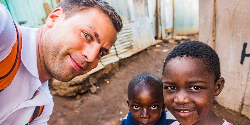 German Doctors-Arzt Sascha Jatzkowski hat die erste Arbeitswoche in #Nairobi hinter sich und sendet erste Bilder.https://t.co/2uhSyVJ7mH https://t.co/jW9Fg9PBVY