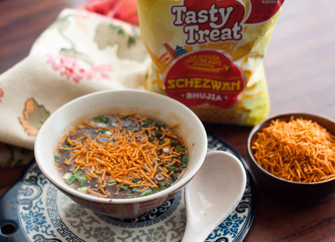 Best schezwan bhujia .  Definitely schezwan bhujia will win  #BattleOfTheBhujias @bangdu - Schezwan https://t.co/0k3MPKzz73