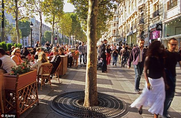The no-go zone for women... in PARIS -  http:// dailym.ai/2rJGxWr  &nbsp;   via @MailOnline #chapellepajol <br>http://pic.twitter.com/S5VaThW46o