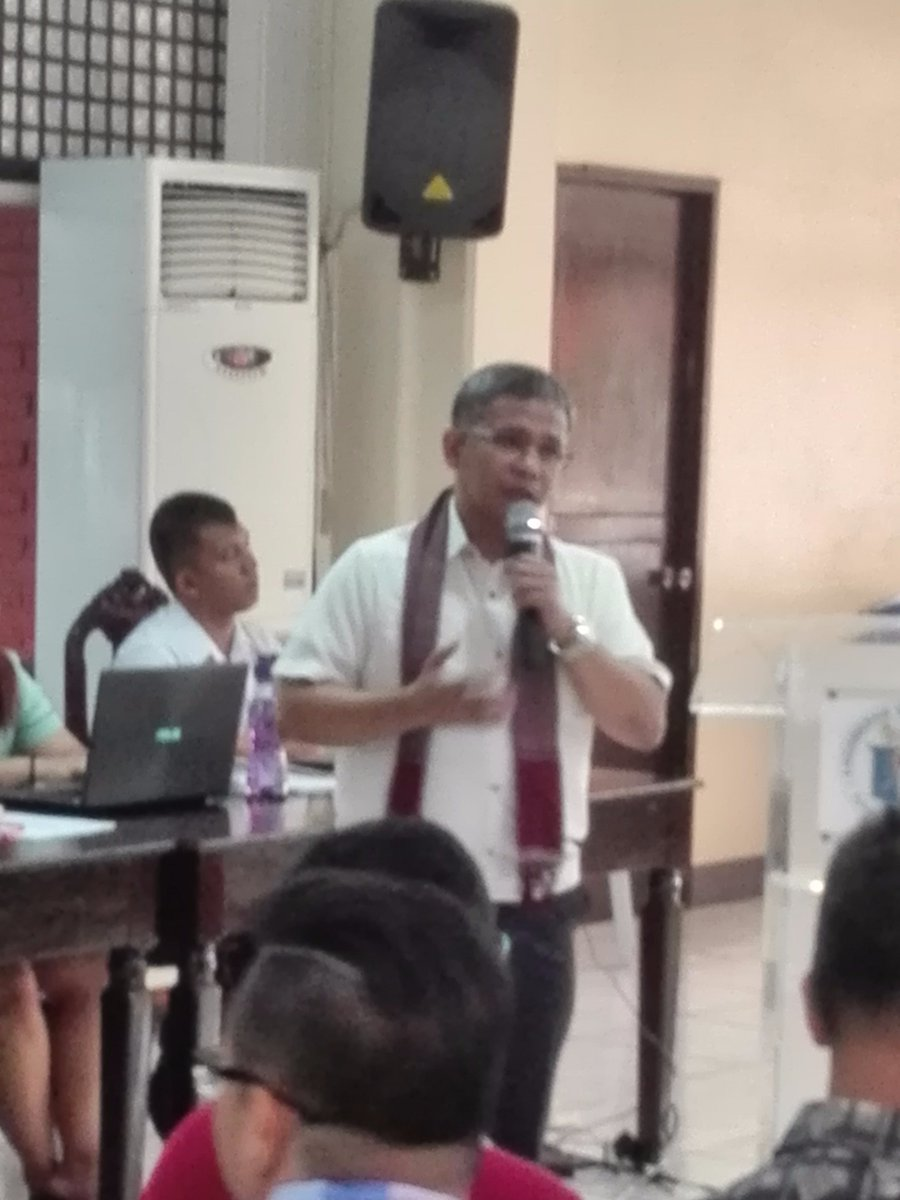 Director Roger Masapol, discussing about school enrollment during the National Orientation on 2017 Oplan Balik Eskwela  #balikeskwela <br>http://pic.twitter.com/tmY1ZuThfj