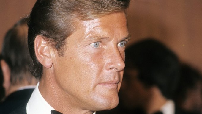 Former James Bond star, Sir Roger Moore, dies aged 89 from cancer, family say   https://t.co/hZV6rMukhE